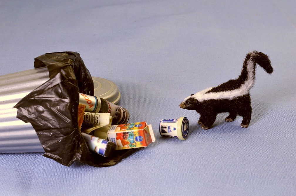 hand carved furred realistic ooak 1:12 scale dollhouse miniature skunk